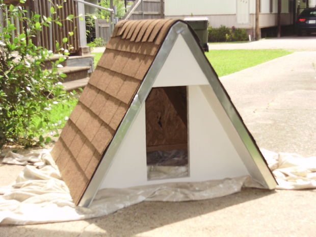 insulated A-frame dog house (via instructables)