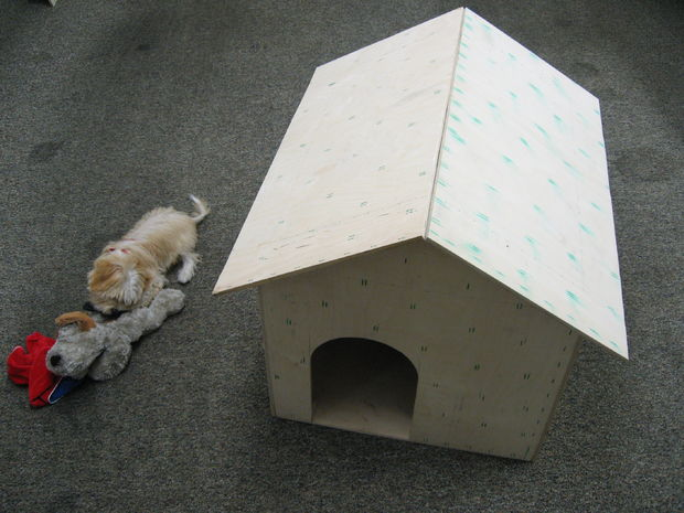 9 creative diy dog house ideas to build shelterness for Easy diy dog house
