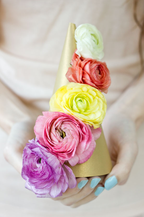 DIY fresh flower party hats (via studiodiy.com)
