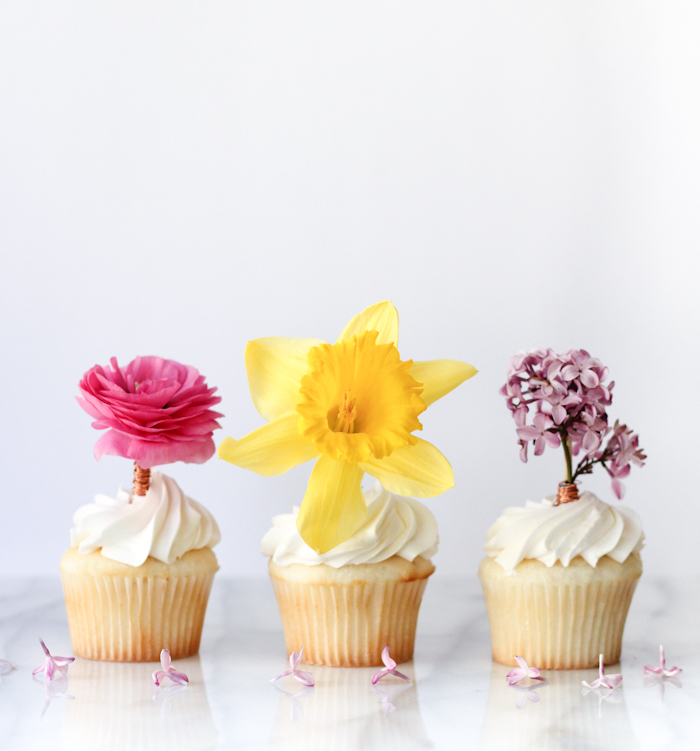DIY fresh flower cupcake toppers