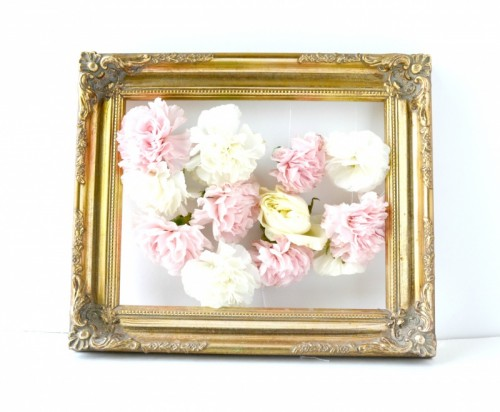 DIY fresh flowers framed art piece (via www.shelterness.com)