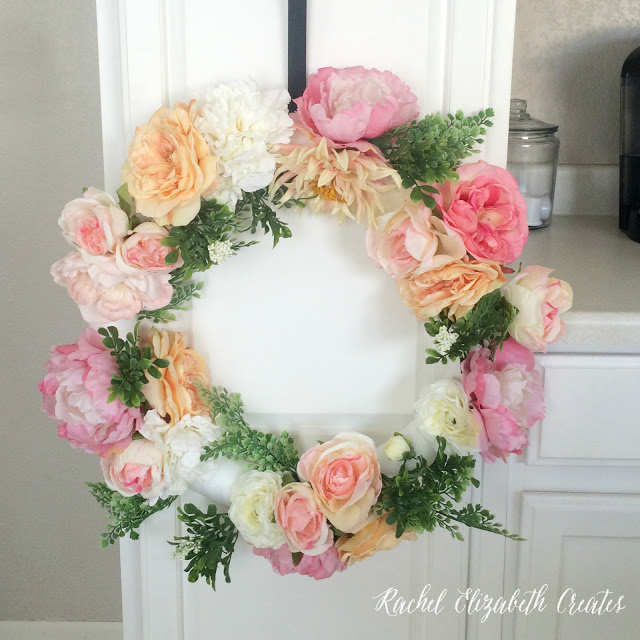 DIY fresh flower and greenery wreath (via www.shelterness.com)