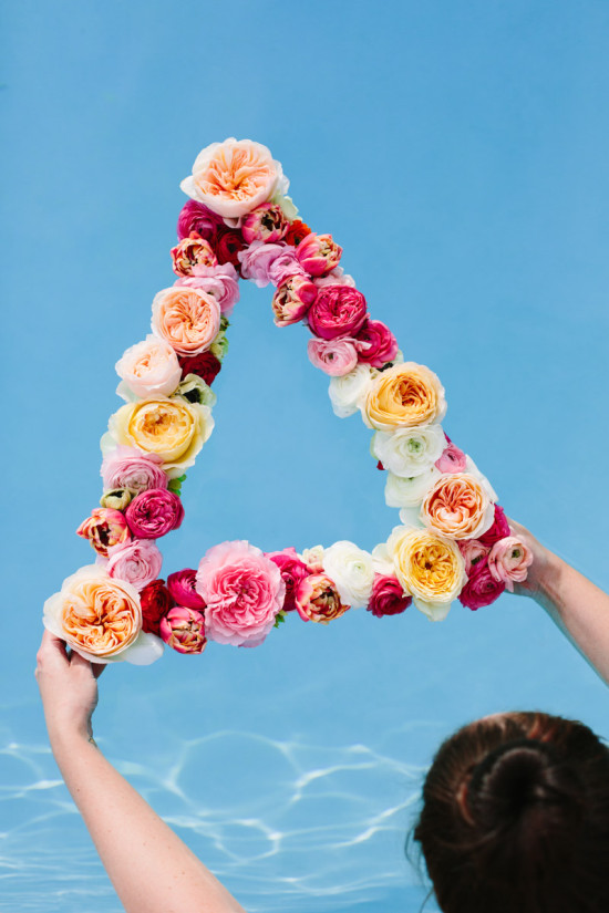 DIY fresh flower geometric wreath (via www.papernstitchblog.com)