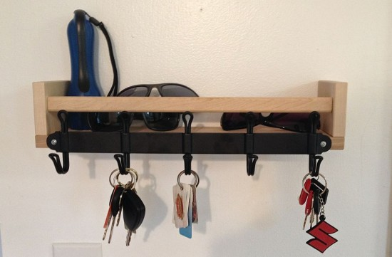 DIY entryway shelf with key holders (via www.ikeahackers.net)