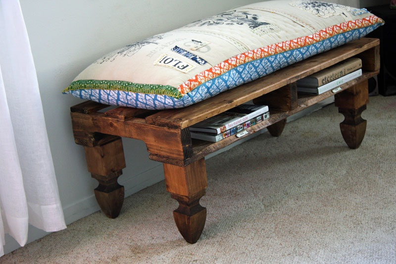 DIY pallet bench with built-in book storage (via www.shelterness.com)