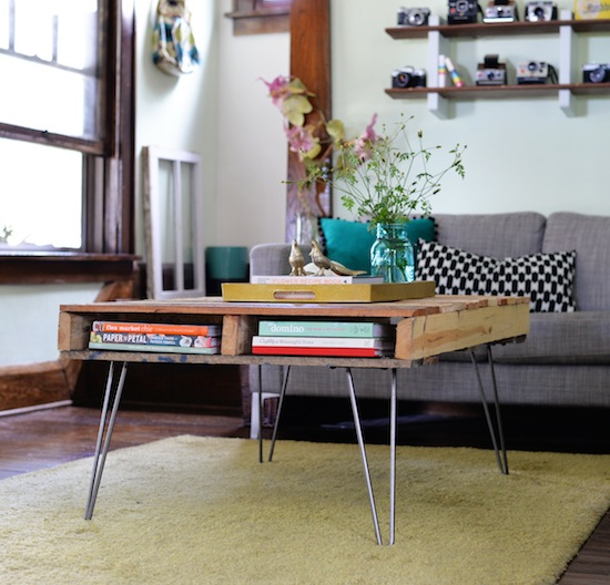 DIY pallet coffee table on hairpin legs (via upcyclethat)