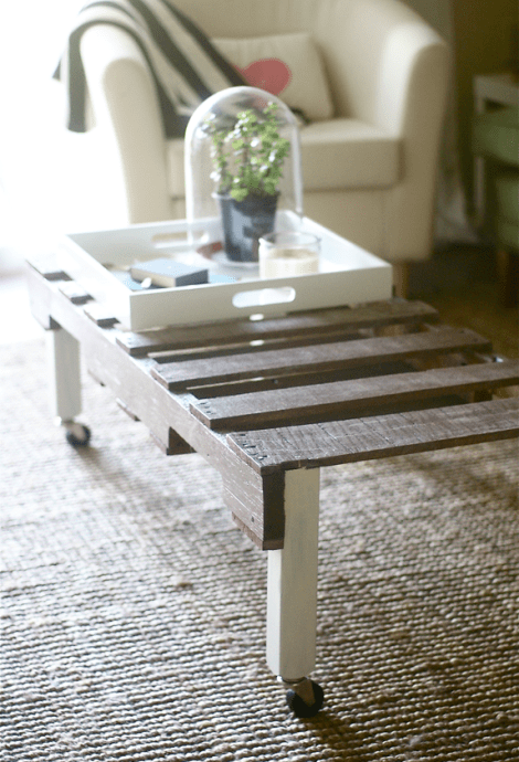 DIY stained coffee table on casters (via sugarandcloth)