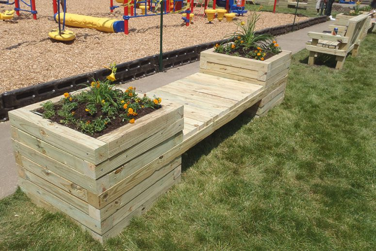 DIY large planter wooden bench (via https:)