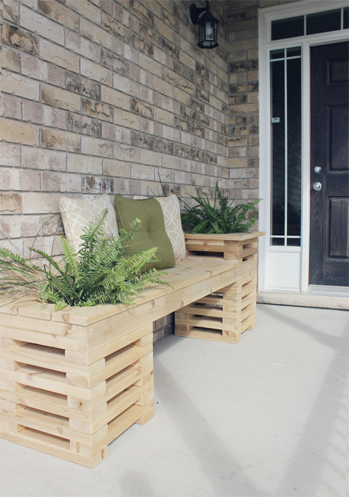 DIY outdoor cedar bench with planters (via shelterness)