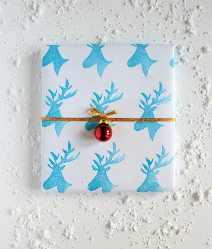 DIY deer stamped wrapping paper (via thecandidkitchen)
