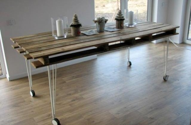 DIY industrial pallet dining table on wheels (via www.shelterness.com)