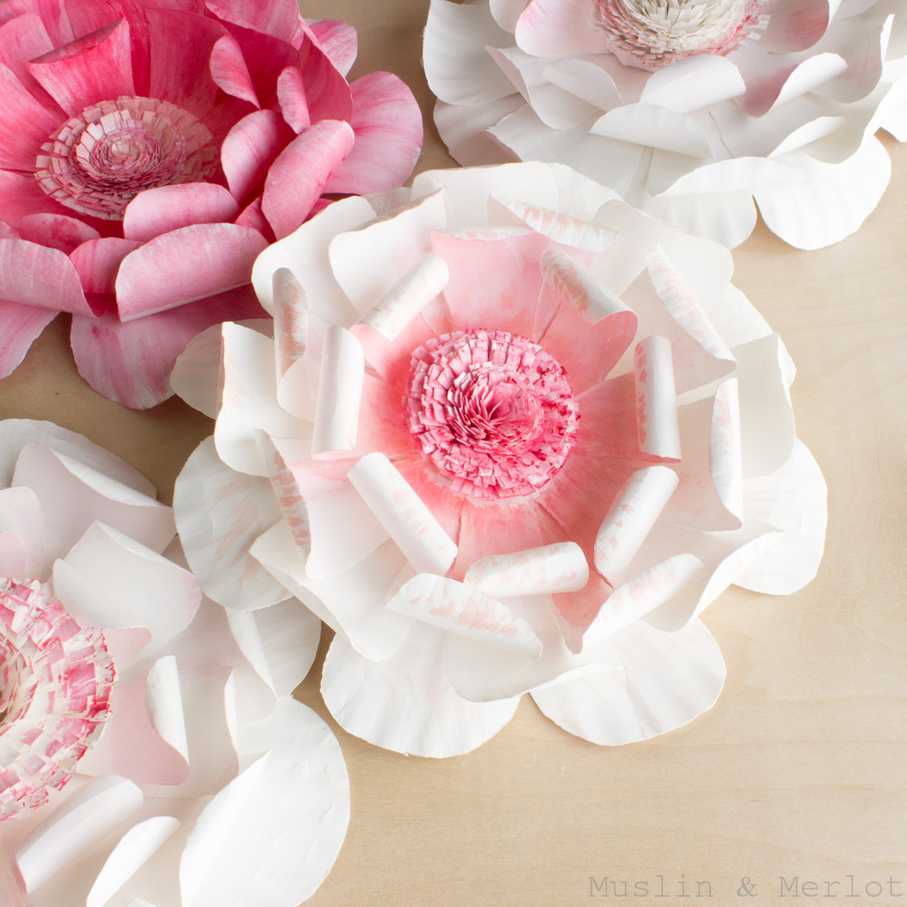 DIY paper plate flowers (via muslinandmerlot)