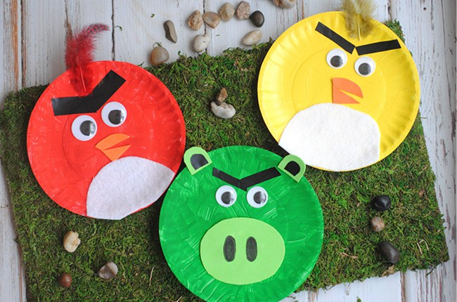 DIY Angry Birds from paper plates (via craftcreatecook)