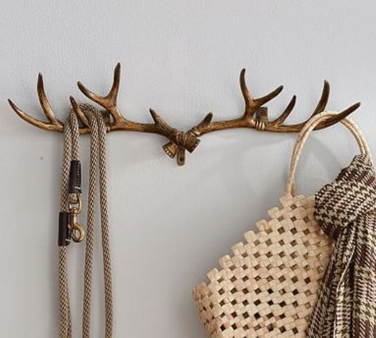 Unique entryway rack made of wall mounted antlers is a must for a cabin