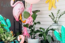 11 small pool, bold summer-inspired balloons and floats