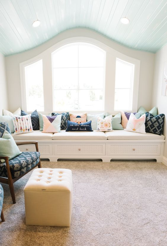 gorgeous window seat with cushions