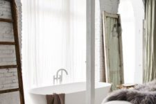 20 free-standing bathtub and light transparent curtains