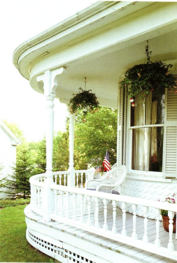 round southern-style whitewashed porch