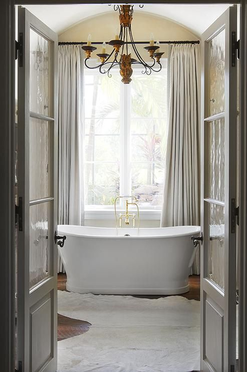 Stunning vintage bathroom decor with cream curtains