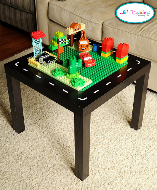 10 cool diy lego tables from ikea supplies shelterness for Table lego ikea