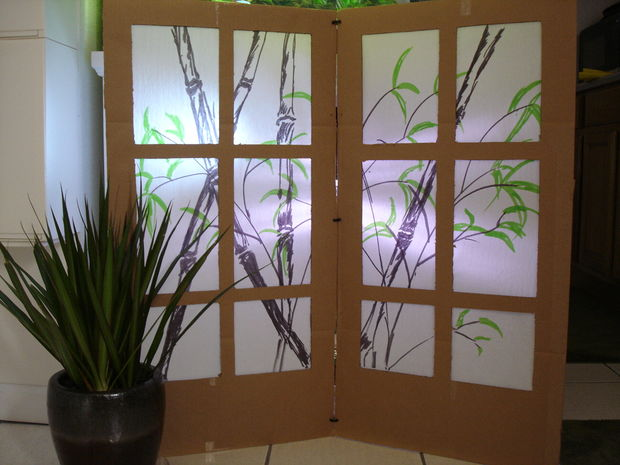 DIY Shoji screen with bamboo painted on it (via www.instructables.com)