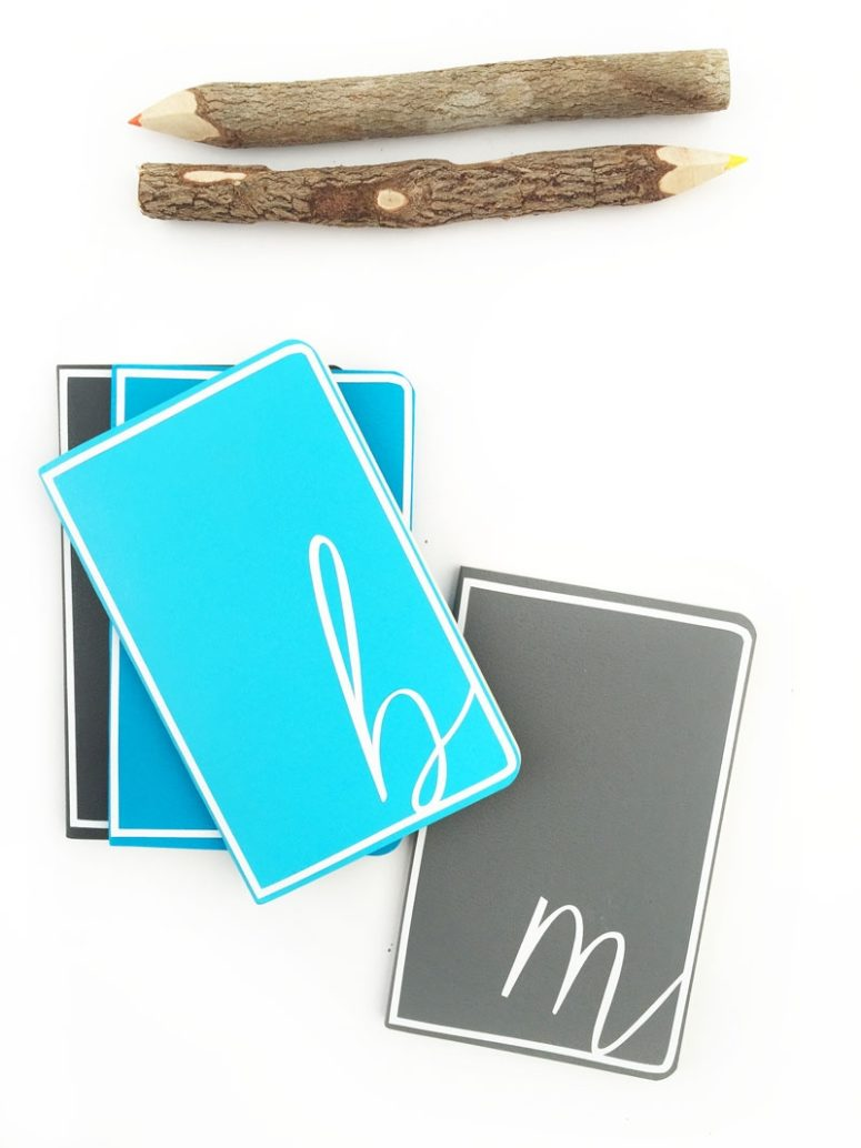 DIY mini monogrammed notebooks (via maritzalisa.com)
