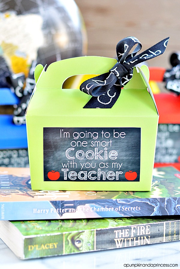 DIY cookie gift box with printable chalkboard tags (via apumpkinandaprincess.com)