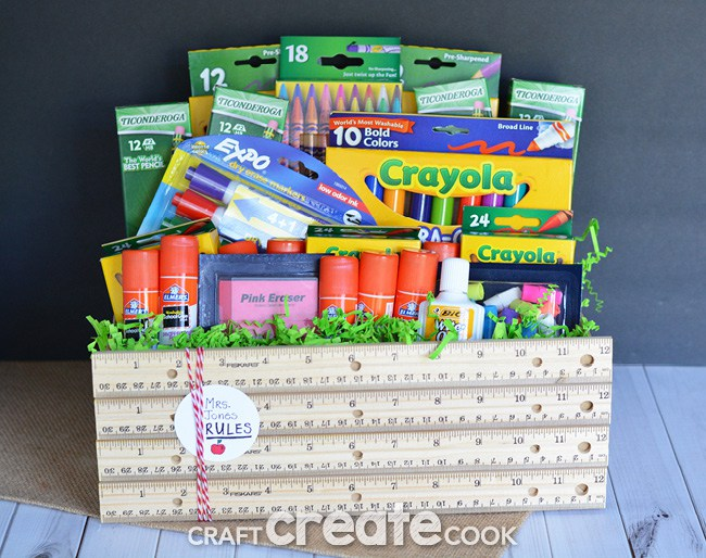 DIY back to school teacher gift in a ruler box (via www.craftcreatecook.com)