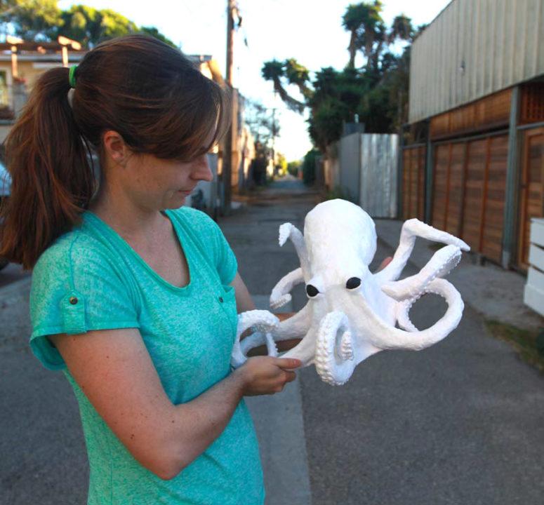 DIY creepy paper mache octopus (via www.surpriseaholic.com)