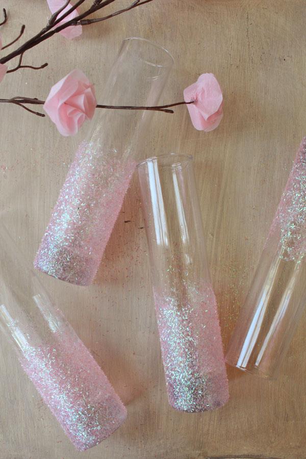 DIY glittery pink vases (via icingdesignsonline.blogspot.ru)