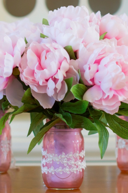 DIY pink mason jar vases (via www.shelterness.com)
