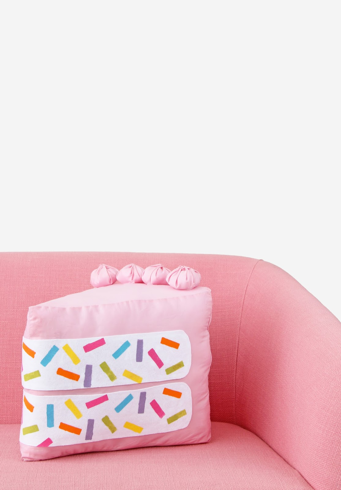 DIY no sew funfetti cake slice pillow (via www.awwsam.com)