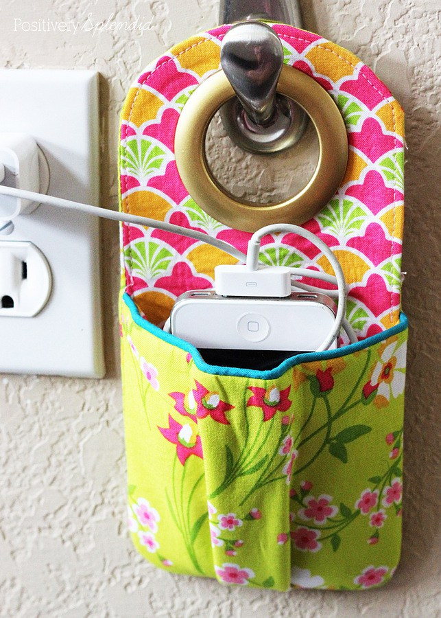 DIY fabric phone charging station to hang (via www.positivelysplendid.com)