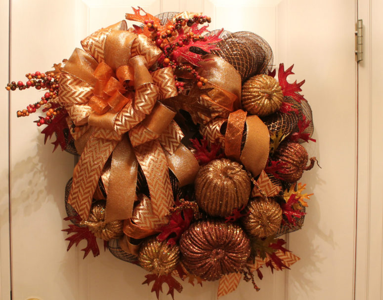 DIY mesh wreath with lots of gilded faux pumpkins and gourds (via www.thevspotblog.com)