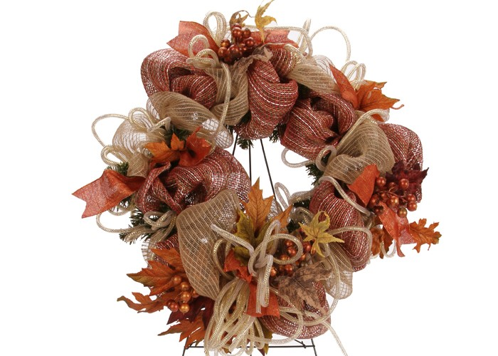 DIY fall leaves deco mesh wreath (via www.patcatans.com)