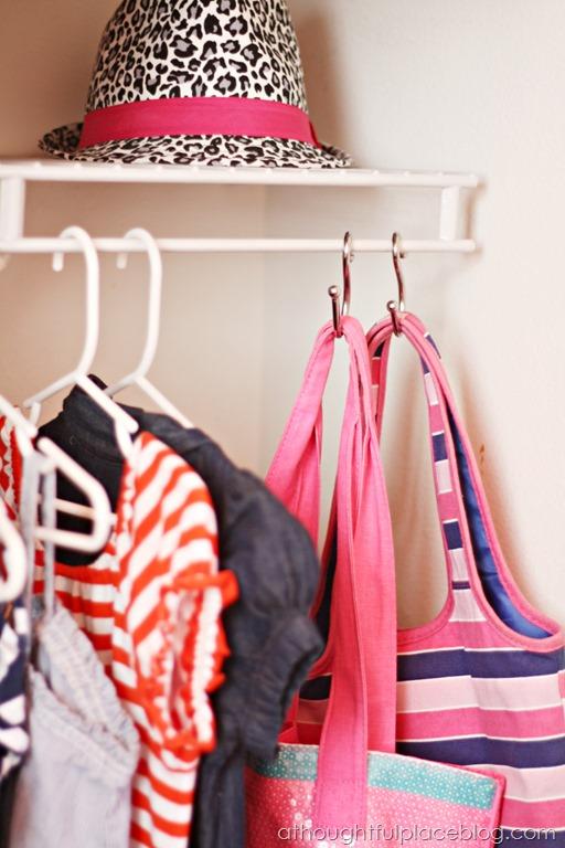 DIY handbags organization with shower hooks