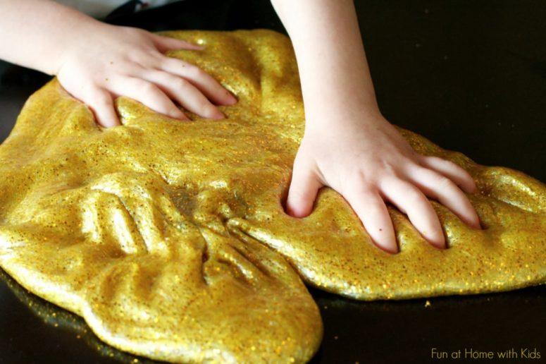 DIY golden glitter slime (via www.funathomewithkids.com)