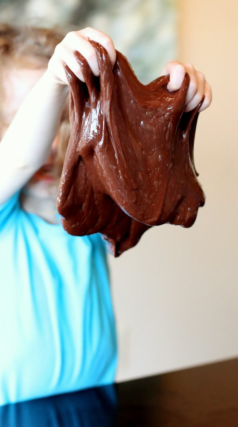 DIY chocolate stretchy slime (via www.funathomewithkids.com)