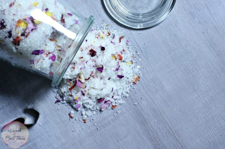 DIY peppermint and rosehip oil bath salt (via woodsofbelltrees.com)