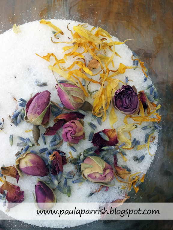 organic DIY herbal bath salt with dried botanicals (via paulaparrish.blogspot.ru)