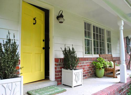 DIY sunny yellow front door (via www.younghouselove.com)