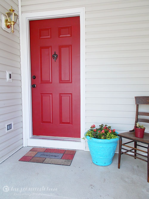 How to repaint your front door (via www.lovepomegranatehouse.com)