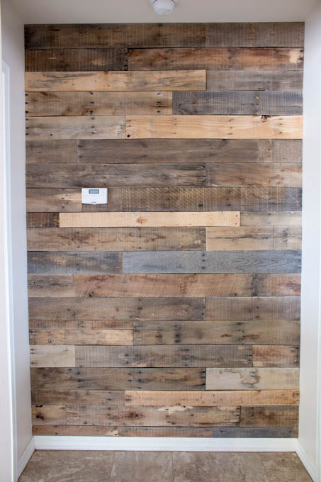 DIY pallet archway decor (via addicted2diy.com)