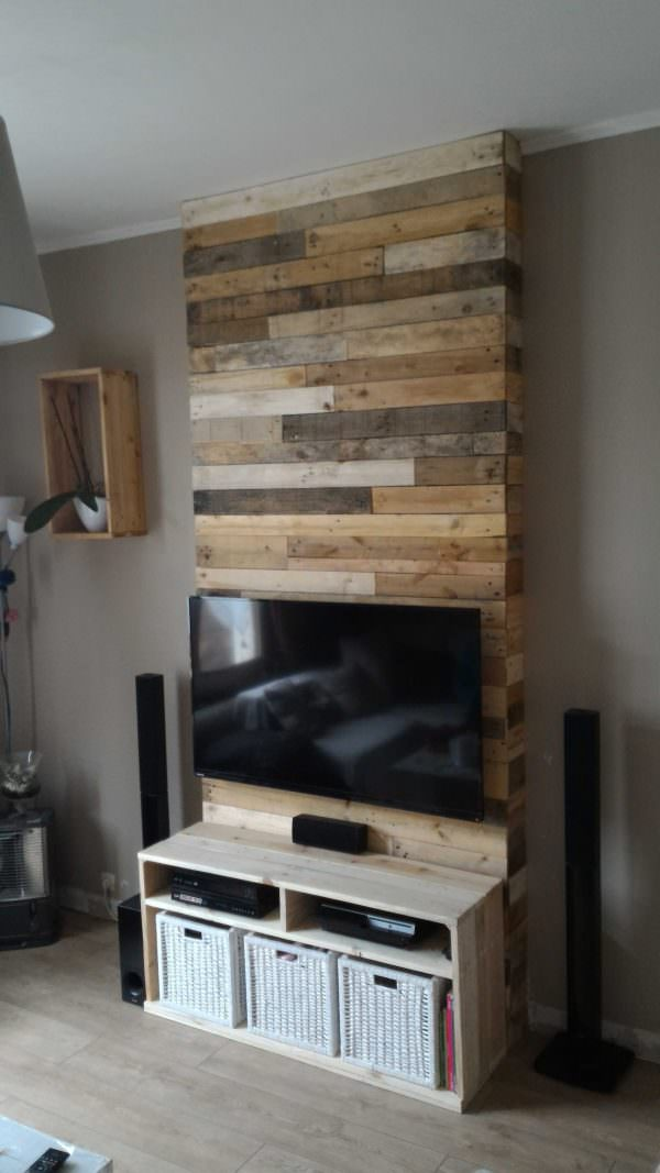 DIY entertainment center wall clad with pallets (via www.1001pallets.com)