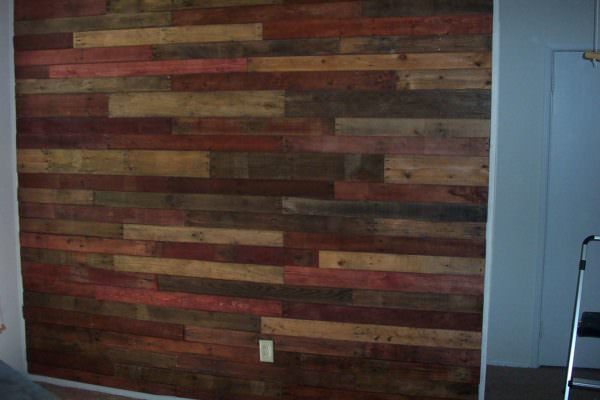 DIY colorful weather wood pallet wall (via www.1001pallets.com)