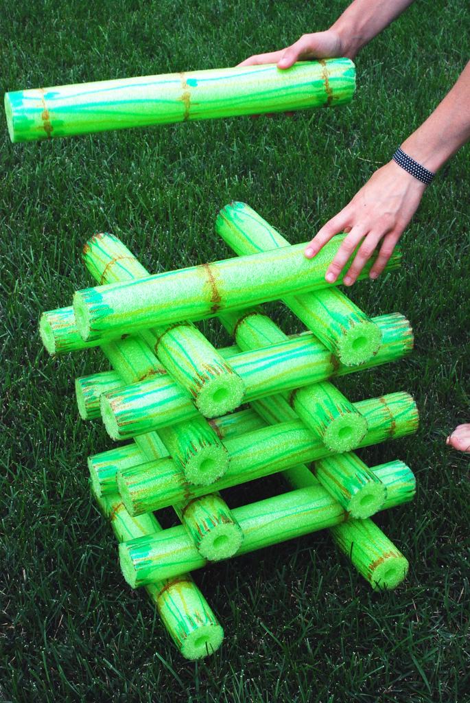 DIY bamboo noodle stacking game (via wildolive.blogspot.ru)