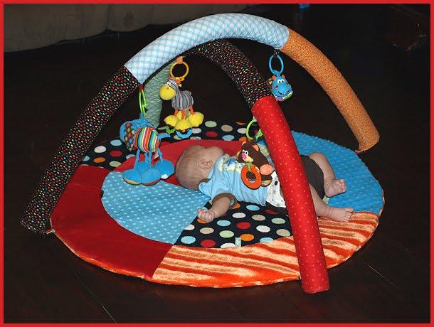 DIY baby activity gym from pool noodles (via sewingformybabyboy.blogspot.ru)