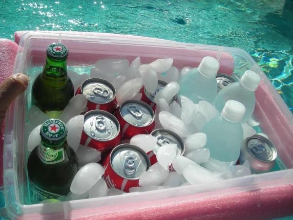 DIY pool noodle floating drink cooler (via www.littlethings.com)