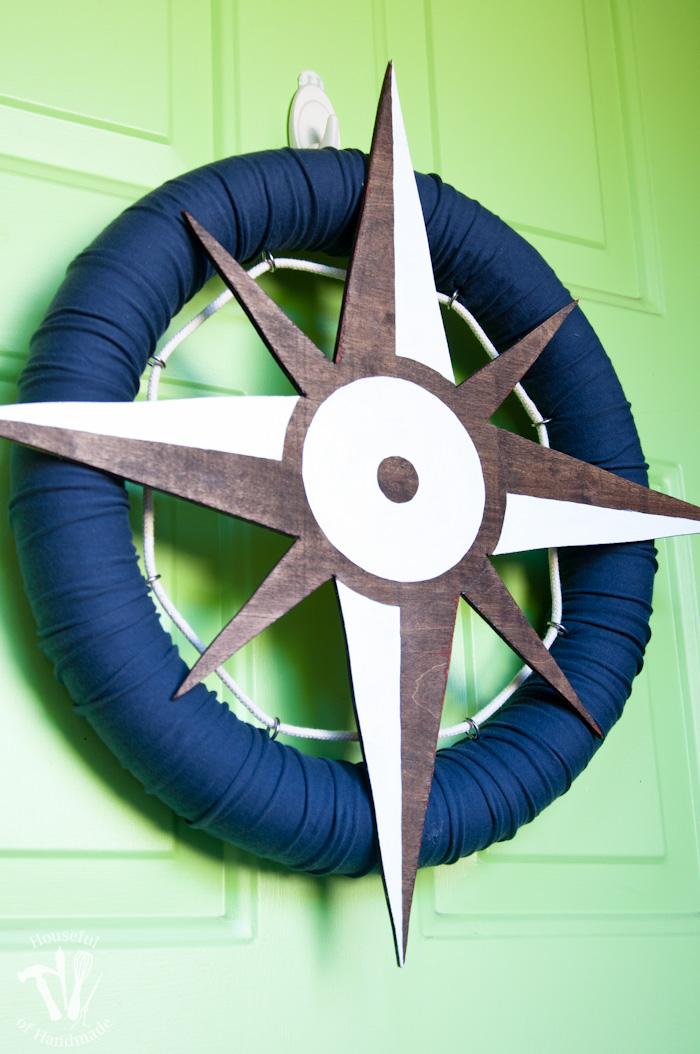 DIY nautical compass wreath from pool noodles (via housefulofhandmade.com)