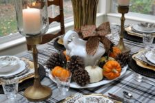02 cozy table setting in brown, orange and neutrals with pinecones and wheat